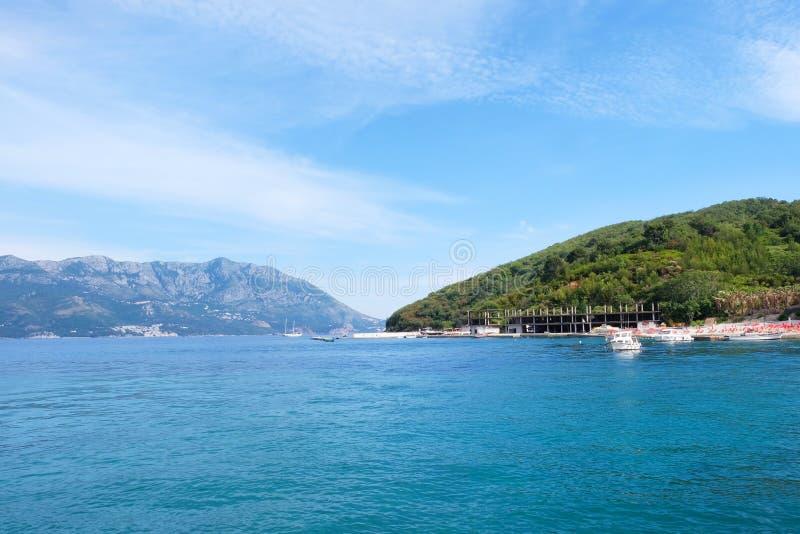 Γραφικό seascape των misty νησιών στοκ εικόνες