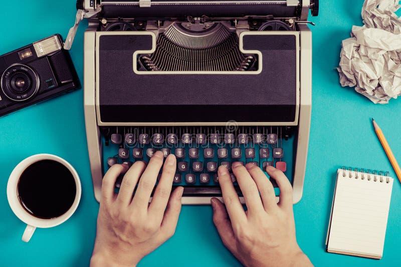 Γραφομηχανές και αναδρομική επιχειρησιακή εικόνα στοκ εικόνα με δικαίωμα ελεύθερης χρήσης