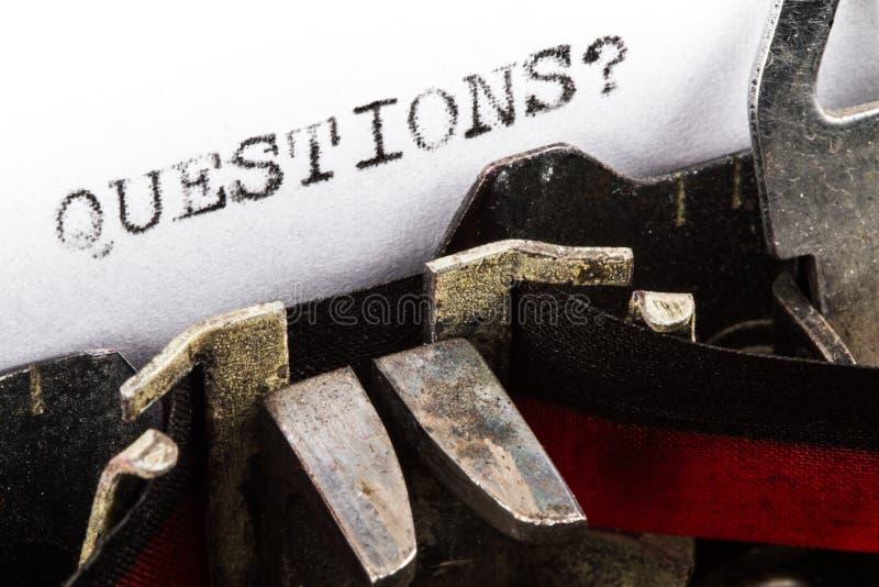Γραφομηχανή με τις ερωτήσεις κειμένων στοκ εικόνες με δικαίωμα ελεύθερης χρήσης
