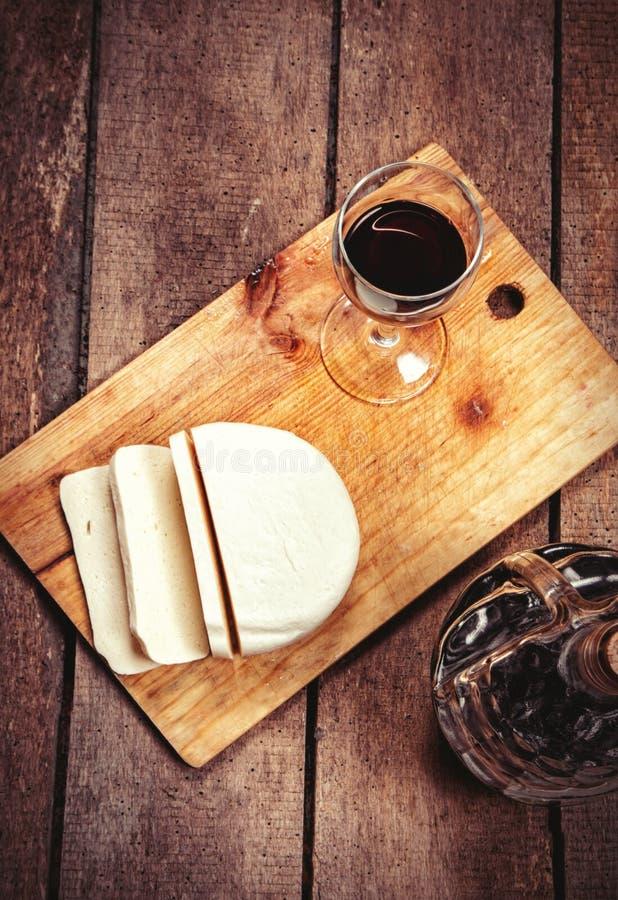 Γυαλί και τυρί κρασιού στοκ φωτογραφίες με δικαίωμα ελεύθερης χρήσης