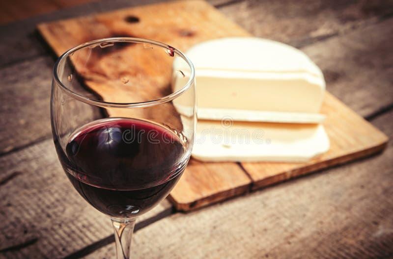 Γυαλί και τυρί κρασιού στοκ εικόνες