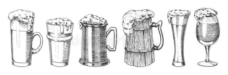 Γυαλί, κούπα ή μπουκάλι μπύρας πιό oktoberfest που χαράσσονται στο χέρι μελανιού που σύρεται στο παλαιό σκίτσο και το εκλεκτής πο απεικόνιση αποθεμάτων