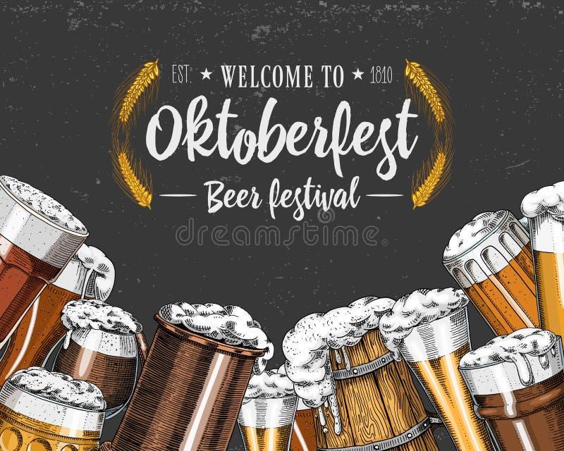 Γυαλί, κούπα ή μπουκάλι μπύρας πιό oktoberfest που χαράσσονται στο χέρι μελανιού που σύρεται στο παλαιό σκίτσο και το εκλεκτής πο ελεύθερη απεικόνιση δικαιώματος