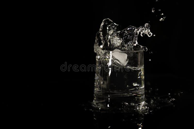 Γυαλί με τον παφλασμό ποτών μαζί με το διάστημα αντιγράφων στοκ εικόνες με δικαίωμα ελεύθερης χρήσης