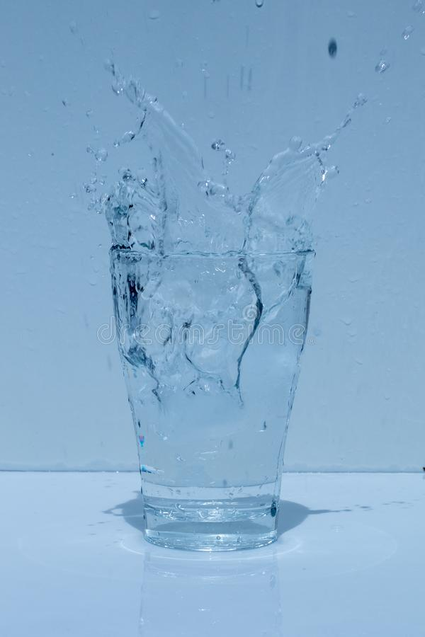 Γυαλί νερού, καταβρέχοντας νερό, φρεσκάδα στοκ φωτογραφίες με δικαίωμα ελεύθερης χρήσης