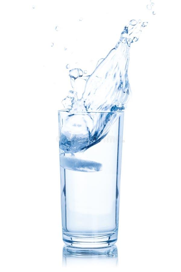 Γυαλί νερού που απομονώνεται στο λευκό στοκ φωτογραφία με δικαίωμα ελεύθερης χρήσης