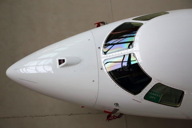 Γυαλί πιλοτηρίων επιχειρησιακών αεριωθούμενα αεροπλάνων και fairing μύτης στοκ φωτογραφία με δικαίωμα ελεύθερης χρήσης