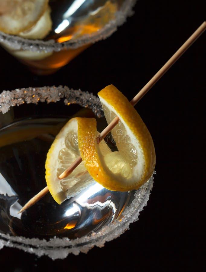 Γυαλί martini με το λεμόνι στοκ εικόνα με δικαίωμα ελεύθερης χρήσης