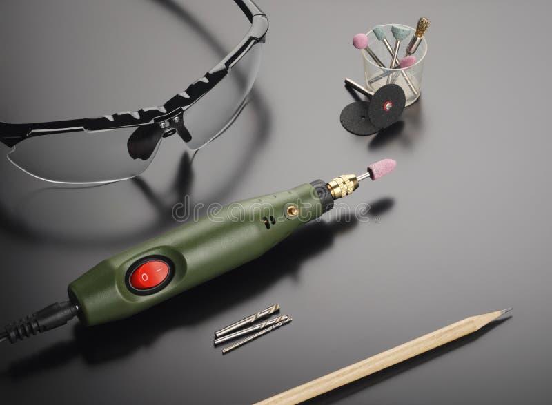 Γυαλιά ασφάλειας και περιστροφικό εργαλείο στοκ φωτογραφίες με δικαίωμα ελεύθερης χρήσης