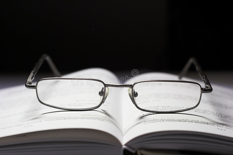 Download γυαλιά βιβλίων στοκ εικόνες. εικόνα από μάθετε, σχολείο - 391876