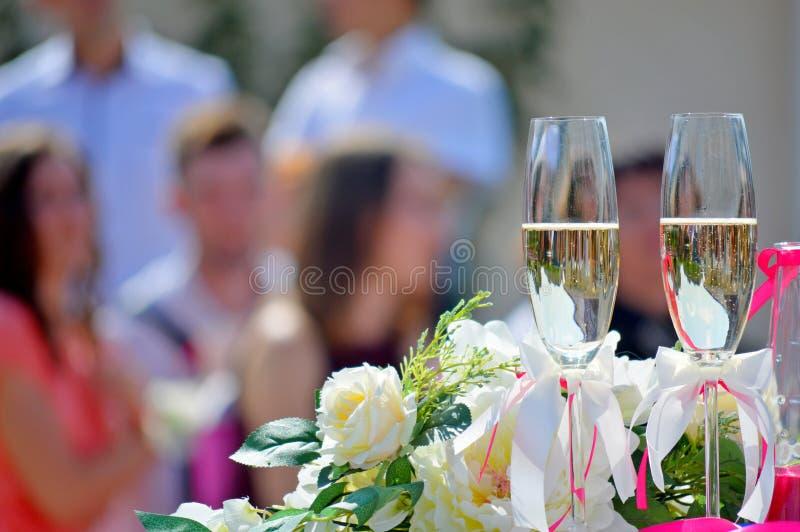 γυαλιά δύο γάμος στοκ εικόνα