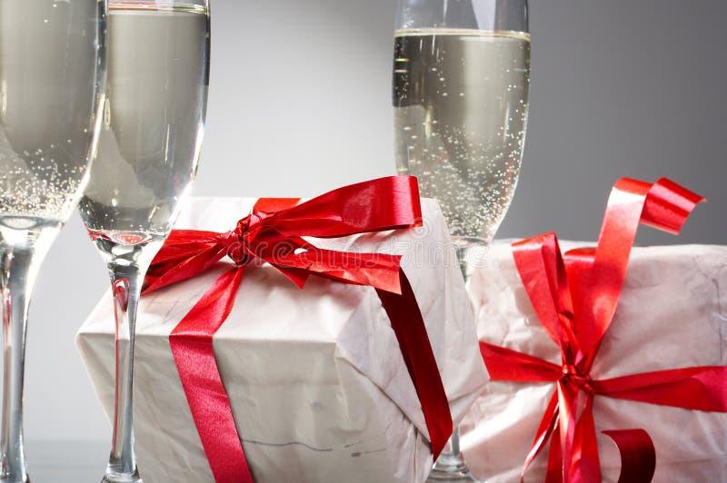 γυαλιά δώρων σαμπάνιας στοκ φωτογραφίες