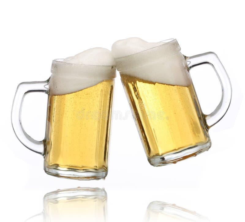γυαλιά μπύρας που κατασ&kapp στοκ εικόνες