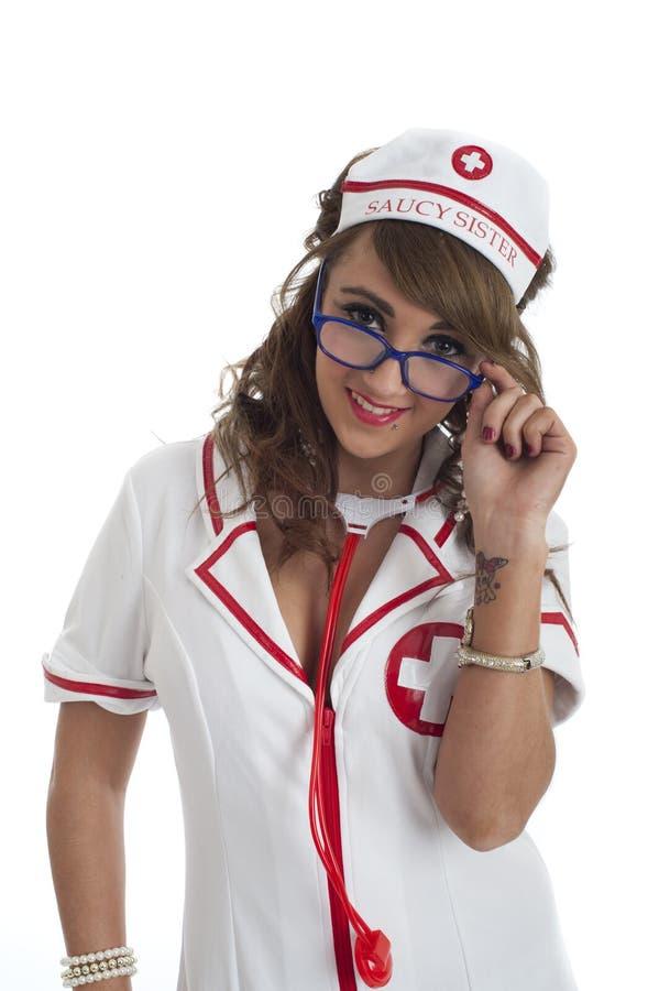 γυαλιά που φαίνονται νοσοκόμα πέρα από προκλητικό στοκ εικόνα