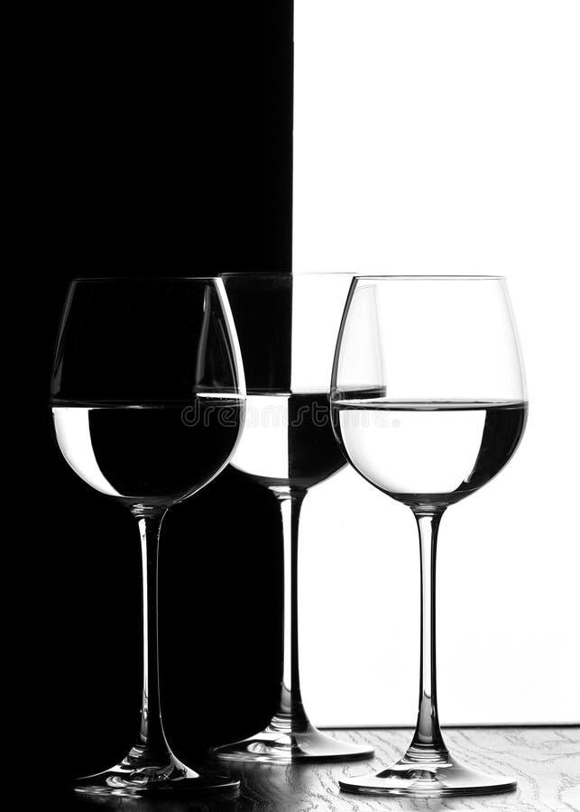 Download γυαλιά τρία κρασί στοκ εικόνα. εικόνα από φως, ποτό, μαύρα - 380983
