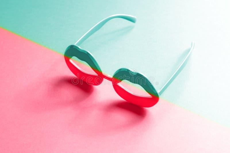 Γυαλιά χειλικής μορφής με την κλίση duotone χρώματος νέου στοκ φωτογραφία με δικαίωμα ελεύθερης χρήσης