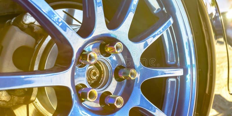 Γυαλισμένο μπλε πλαίσιο ενός μαύρου αυτοκινήτου στοκ φωτογραφία με δικαίωμα ελεύθερης χρήσης