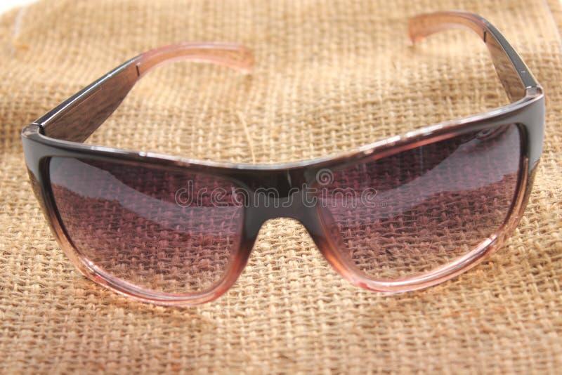 Γυαλιά ηλίου προστασίας γυναικών σχεδίου στο υπόβαθρο στοκ φωτογραφίες με δικαίωμα ελεύθερης χρήσης