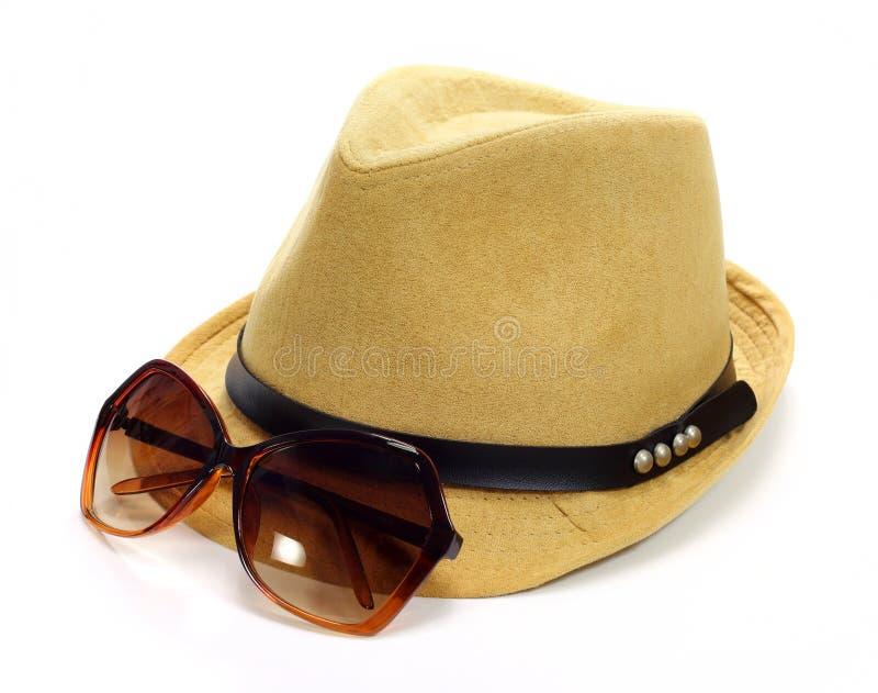 Γυαλιά καπέλων και ήλιων στοκ φωτογραφίες