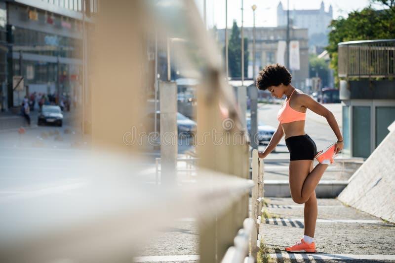 Γυναίκα αθλητών δρομέων jogger που ασκεί υπαίθρια στοκ φωτογραφίες με δικαίωμα ελεύθερης χρήσης