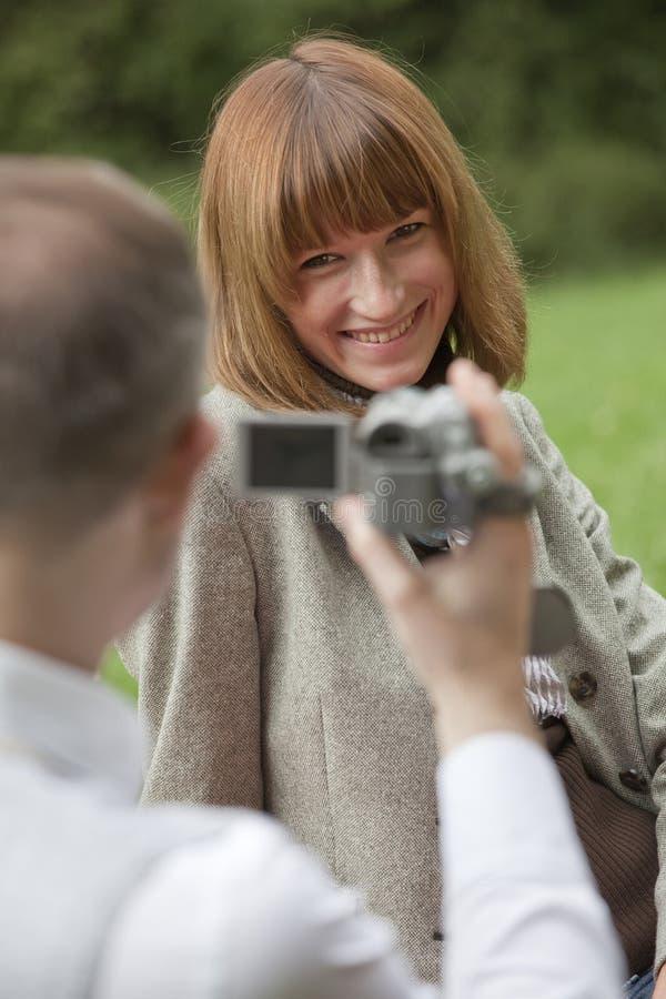 γυναίκα ανδρών μαγνητοσκό&p στοκ φωτογραφία με δικαίωμα ελεύθερης χρήσης