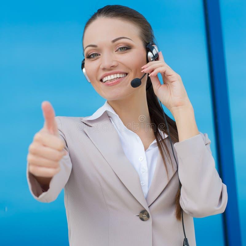 Γυναίκα από το τηλεφωνικό κέντρο στοκ εικόνα