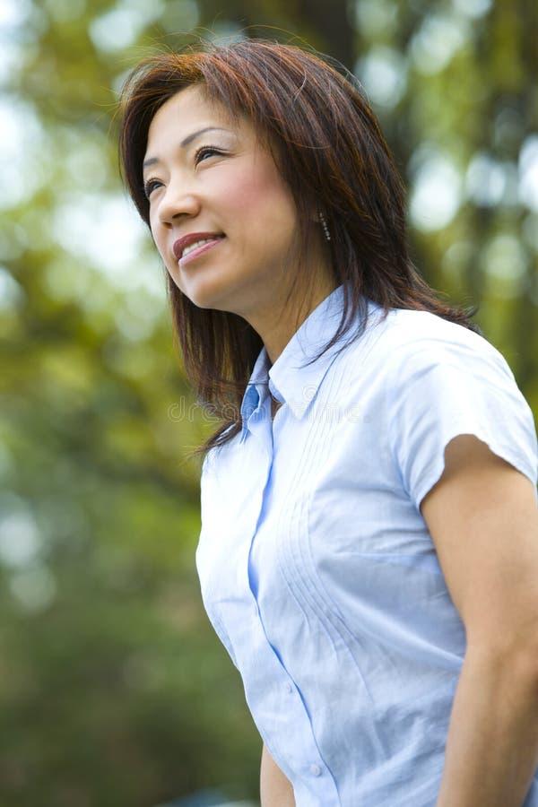 γυναίκα αφηρημάδας στοκ φωτογραφία με δικαίωμα ελεύθερης χρήσης
