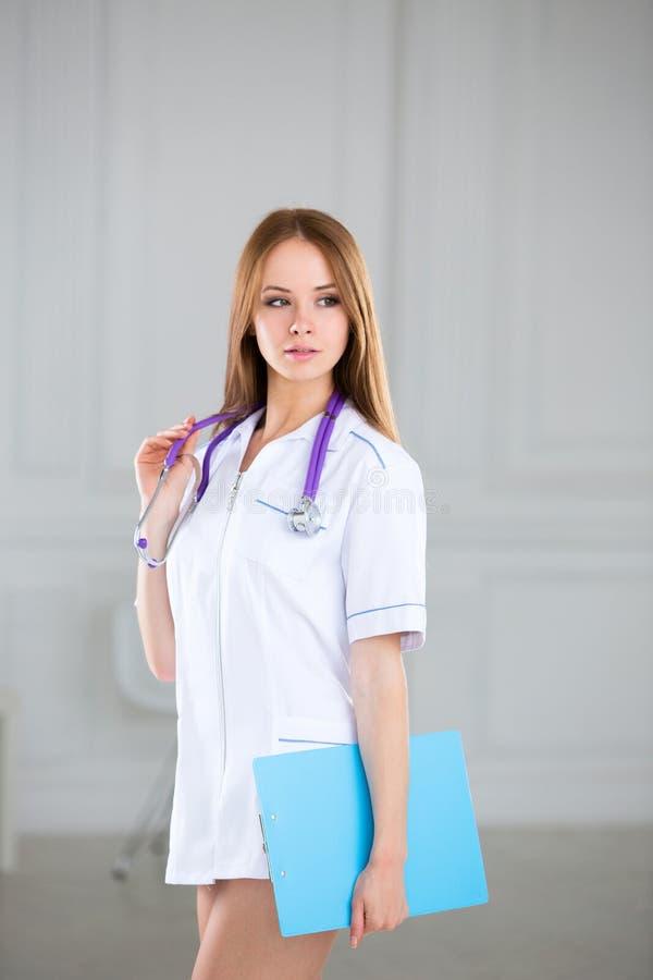 Γυναίκα γιατρών παθολόγων στοκ φωτογραφία