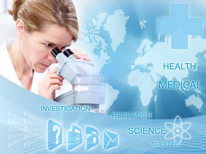 Γυναίκα γιατρών στο εργαστήριο. στοκ φωτογραφία