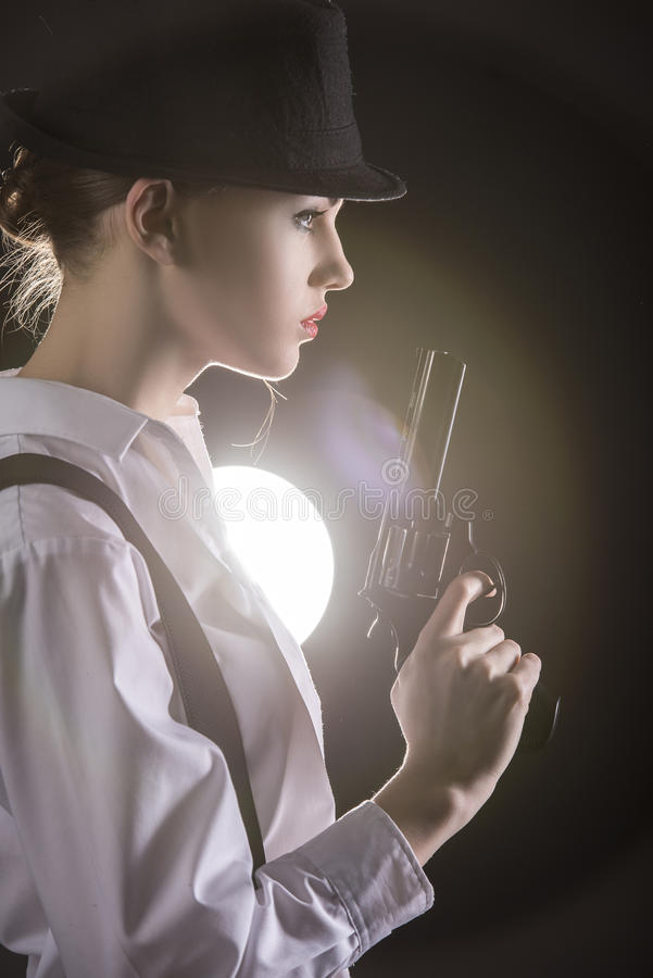 Γυναίκα γκάγκστερ στοκ φωτογραφία με δικαίωμα ελεύθερης χρήσης