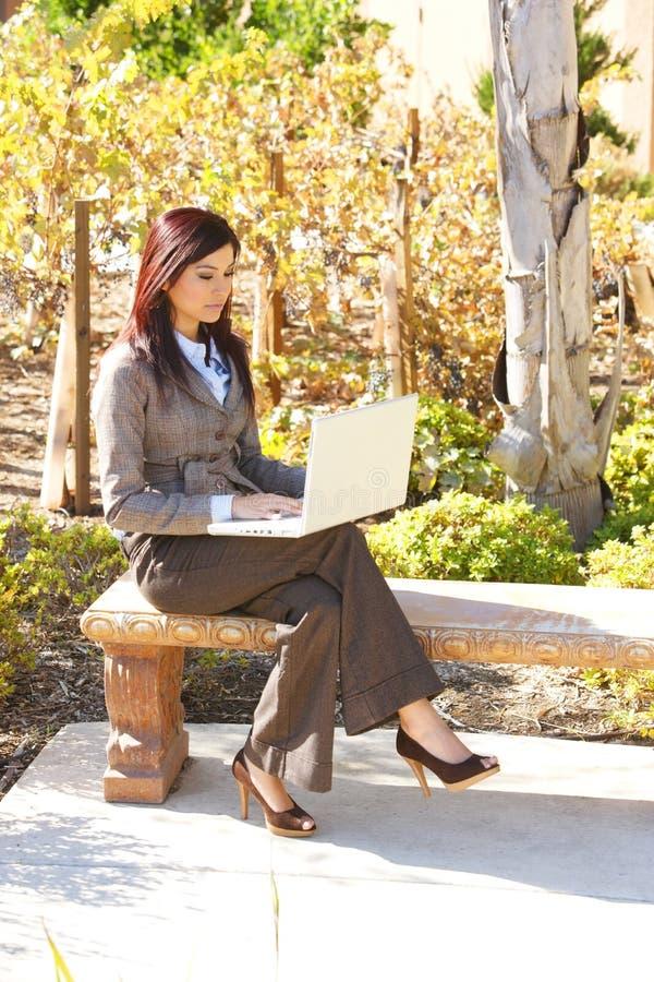 γυναίκα γραφείων επιχει&r στοκ φωτογραφία με δικαίωμα ελεύθερης χρήσης