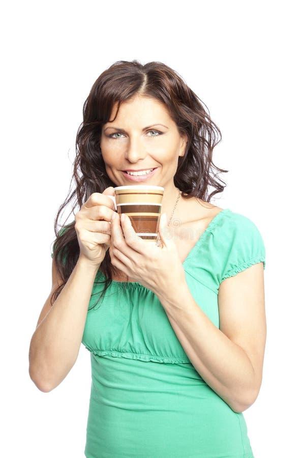 γυναίκα εκμετάλλευσης φλυτζανιών καφέ στοκ φωτογραφία με δικαίωμα ελεύθερης χρήσης
