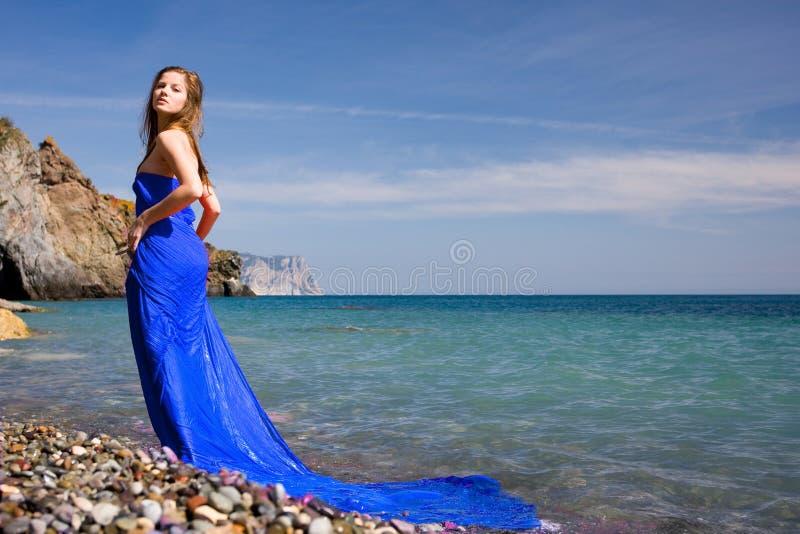 γυναίκα θάλασσας παραλ&io στοκ φωτογραφίες με δικαίωμα ελεύθερης χρήσης
