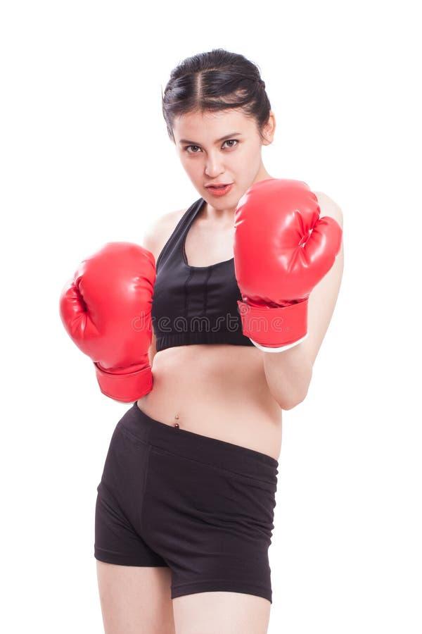 Γυναίκα ικανότητας με τα κόκκινα εγκιβωτίζοντας γάντια στοκ εικόνες