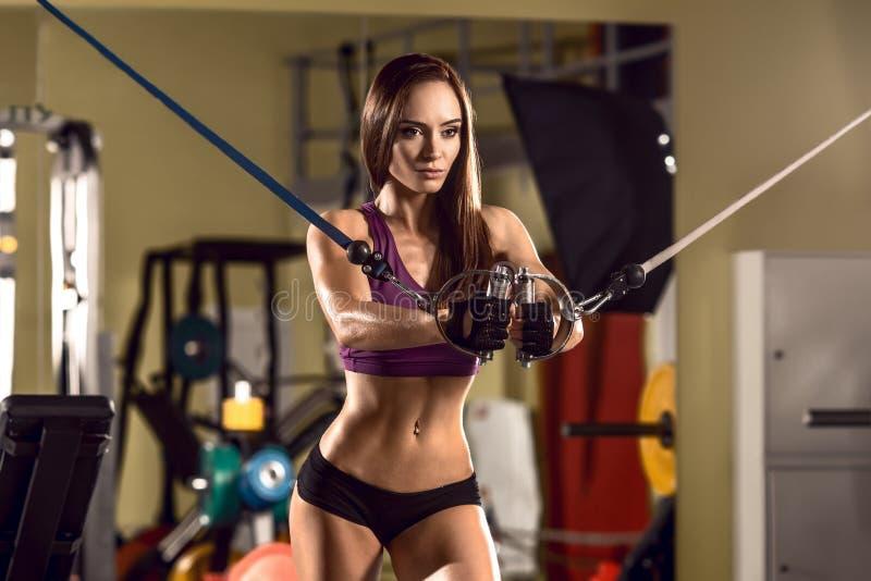 Γυναίκα ικανότητας στη γυμναστική στοκ φωτογραφία με δικαίωμα ελεύθερης χρήσης