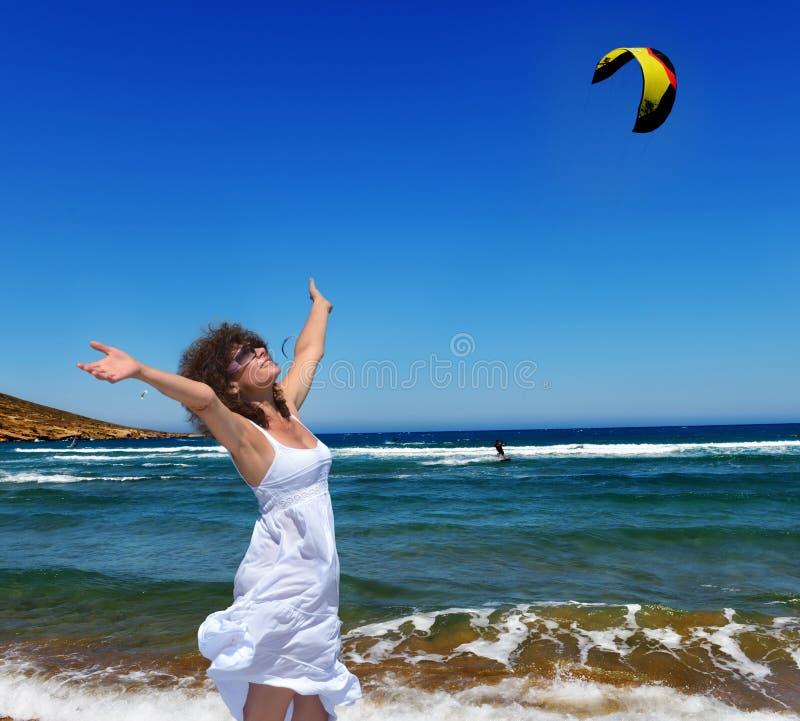 Γυναίκα και η θάλασσα στοκ φωτογραφίες με δικαίωμα ελεύθερης χρήσης