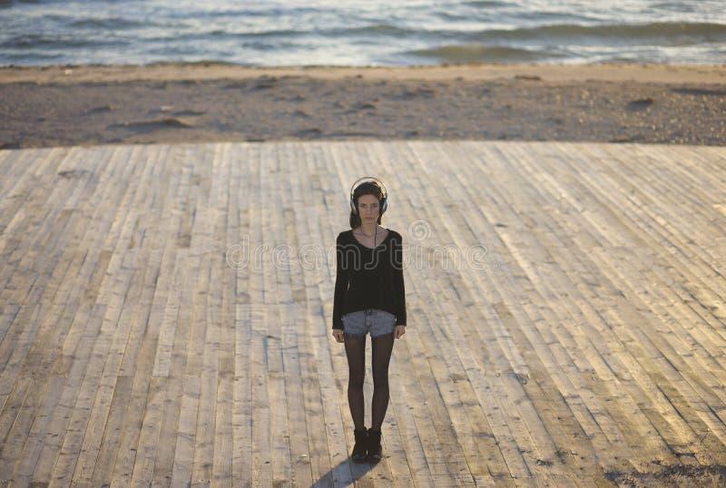 Γυναίκα και η θάλασσα στοκ φωτογραφίες