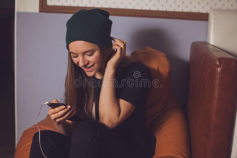 Γυναίκα και μουσική στοκ φωτογραφίες