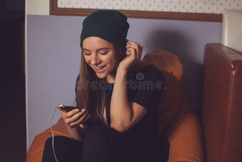 Γυναίκα και μουσική στοκ εικόνες