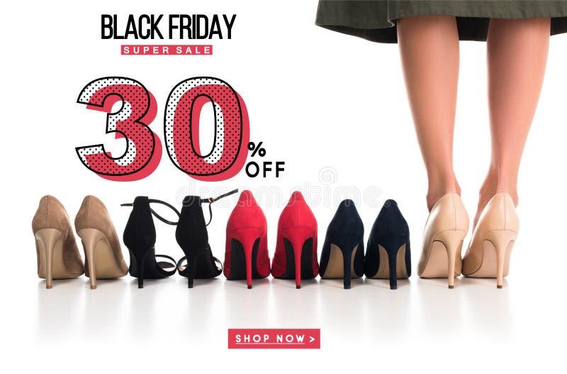 γυναίκα και τακτοποιημένα μοντέρνα παπούτσια ελεύθερη απεικόνιση δικαιώματος