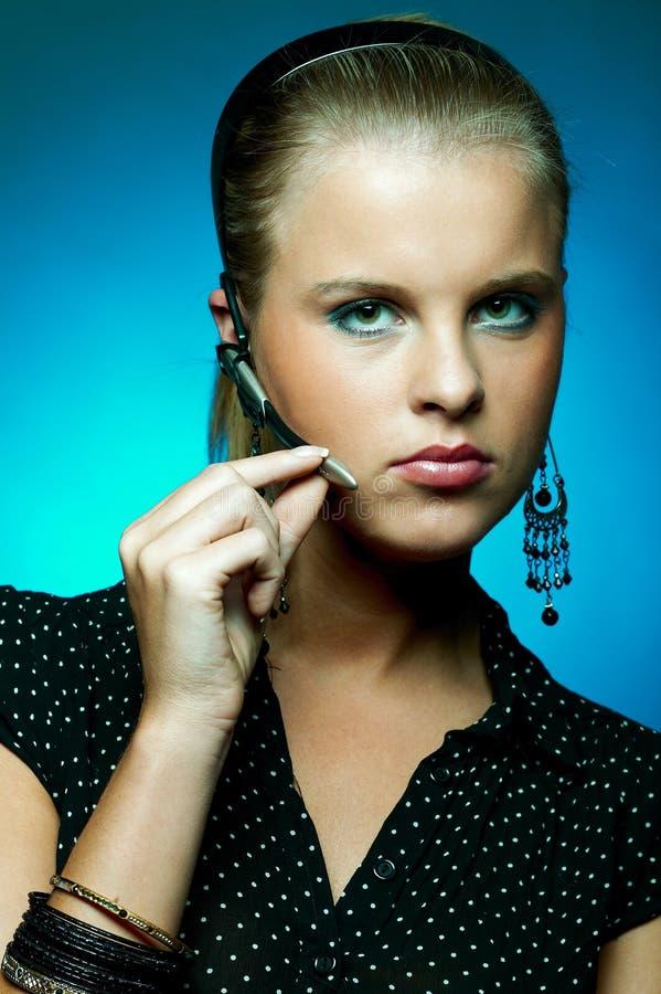 Download γυναίκα κασκών στοκ εικόνες. εικόνα από τεχνολογία, μοντέρνος - 1544276