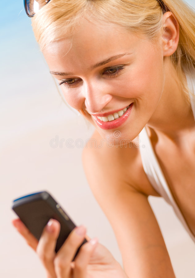 γυναίκα κινητών τηλεφώνων στοκ εικόνες με δικαίωμα ελεύθερης χρήσης