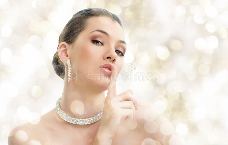 γυναίκα κοσμήματος στοκ φωτογραφία με δικαίωμα ελεύθερης χρήσης