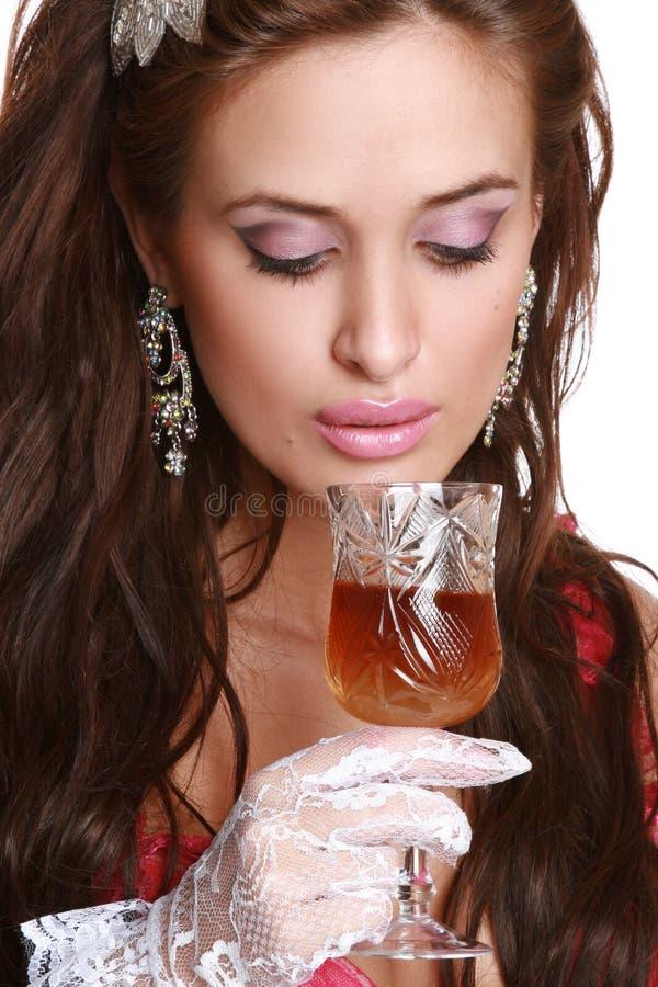 γυναίκα κρασιού χεριών γ&upsil στοκ φωτογραφίες με δικαίωμα ελεύθερης χρήσης
