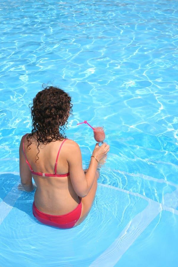 γυναίκα λιμνών ποτών στοκ εικόνες με δικαίωμα ελεύθερης χρήσης