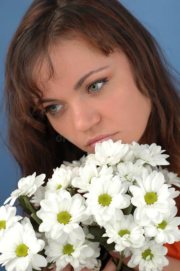 Download γυναίκα λουλουδιών στοκ εικόνες. εικόνα από καλοκαίρι, γυναίκα - 115460