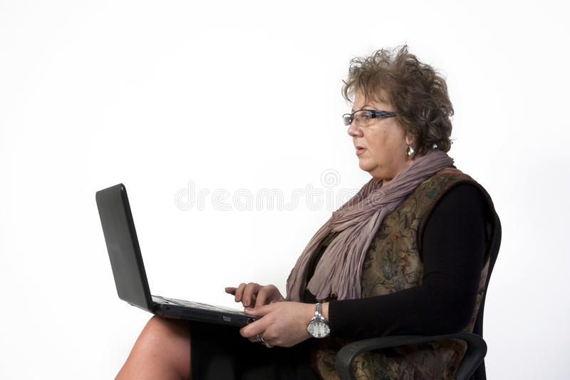 Γυναίκα Μεσαίωνα με το lap-top στοκ εικόνες