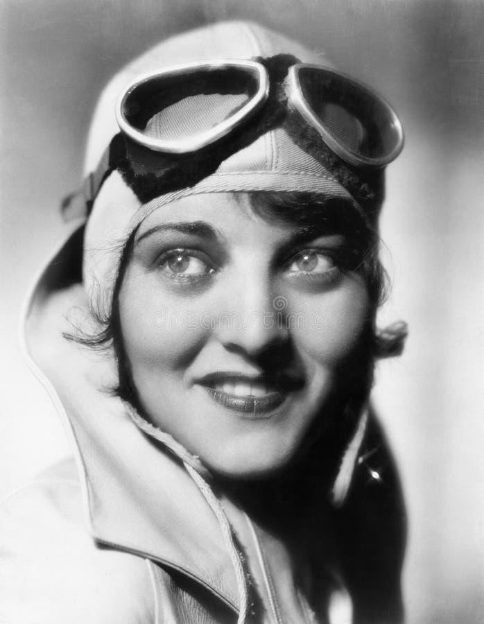 Γυναίκα με ένα καπέλο και τα προστατευτικά δίοπτρα πιλότων (όλα τα πρόσωπα που απεικονίζονται δεν ζουν περισσότερο και κανένα κτή στοκ φωτογραφία με δικαίωμα ελεύθερης χρήσης