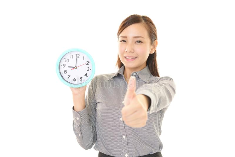 Γυναίκα με ένα ρολόι στοκ φωτογραφίες με δικαίωμα ελεύθερης χρήσης