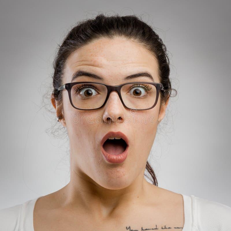 Γυναίκα με εκπληκτική έκφραση στοκ φωτογραφία με δικαίωμα ελεύθερης χρήσης